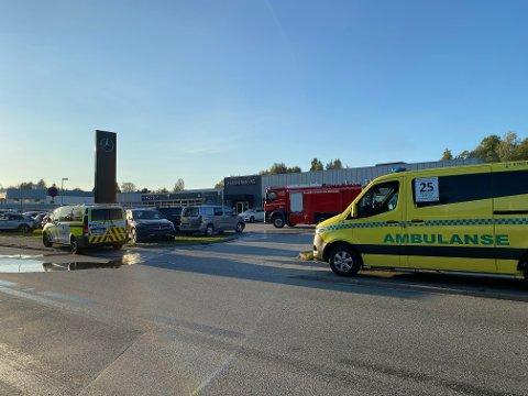 Tirsdag ettermiddag startet en brann i en vaskehall på en bilforretning på Sørliefeltet.