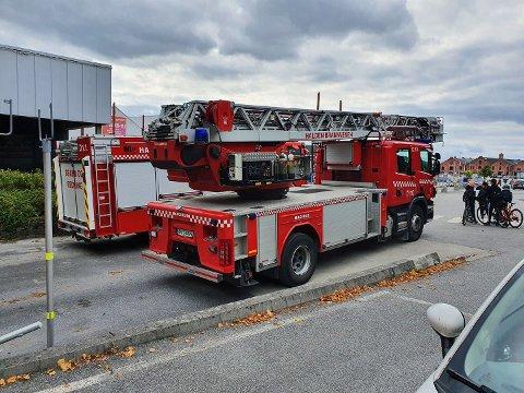 Halden Brannvesen rykket lørdag ettermiddag ut til Tista senter.