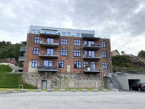 Fra industri til bolig: Den gamle batterifabrikken ved Tista er en bygning med mye historie i veggene. Nå er den bygget om til leiligheter, og det er planer om ytterligere boligbygging i denne delen av sentrum.Foto: Trine Høistad