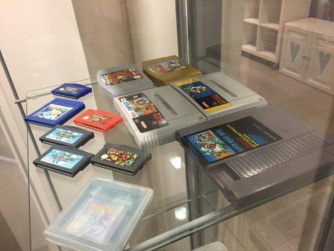 RETRO: Gamle Nintendo-konsoller og spill.