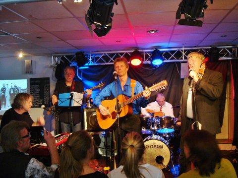 FØRSTE KONSERT: Her er Einar Mowinckel Band på gamle Gregers. Det første året tolket de Rolling Stones. I midten står Peter Mykleset.