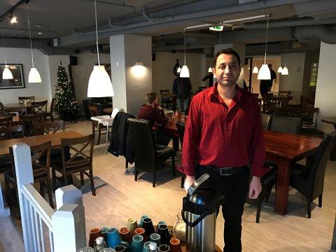 SLUTT: 1. mars er det slutt for Ikke Bare Bar. Muammer Atas takker kundene for følget.