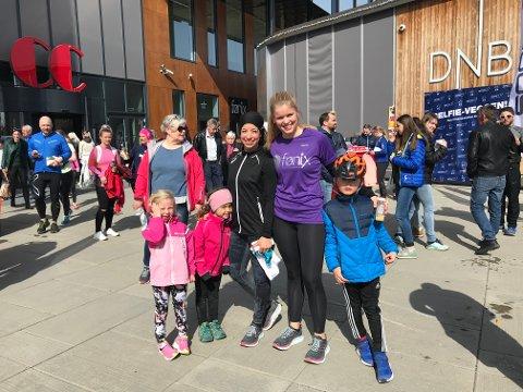 DELTOK: Asta Bjørneseth, Alicia Slora Kristiansen, Linn Alicia Slora Kristiansen, Inga Borud og Kristian Fredrik Borud var med på første CC-løpet.
