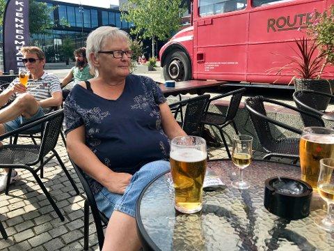 TUNGT: Randi Danielsen må se fotball-VM overalt hvor hun ferdes. Det synes hun er tungt.
