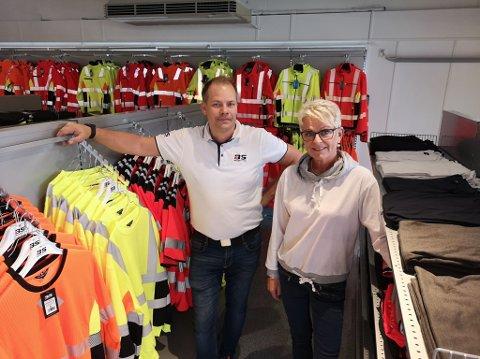 STERKE SAMMEN: Bekken & Strøm, her ved Kjetil Østerhagen, åpner filial i Vognvegen og May Britt Lillevold flytter renserivirksomheten sin inn i samme lokale.
