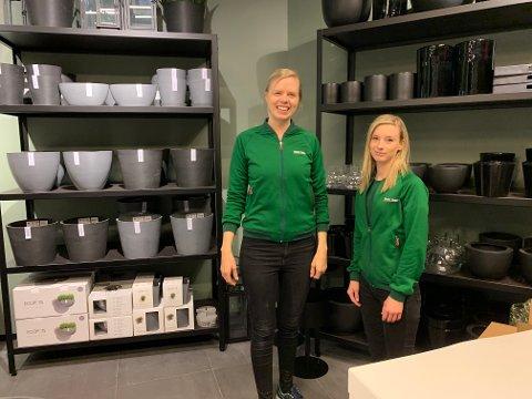 KLARE: Kristin Guriby og nestleder Stine Aas er klare for å åpne Mester Grønn inne på CC Stadion.