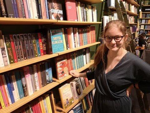 GOD RESPONS: Nora Aschim har fått gode tilbakemeldinger for podkasten «Om skriving» og nå planlegger hun sesong to.