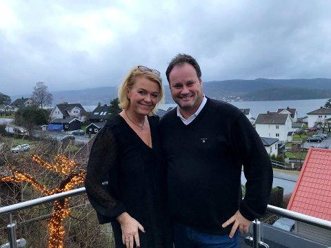 FANT PARADIS: Da Cecilie Lysjø Jacobsen og ektemann Trond Kristensen flyttet sørover i 2012 var ett av kravene at de skulle se sjøen. Da var veien kort til Drøbak der utsikten over Drøbaksundet kan sies å være av det flottere slaget.