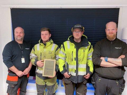 FIKK PÅSKJØNNELSE: Bengt Hansen (til venstre), Sondre C. Pedersen, Martin Bækken og Inge Myrvang. Foto: Privat