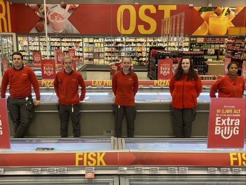 STÅTT PÅ: Butikksjef Pernille L. Lomheim (i midten) roser de ansatte for innsatsen gjennom 2020.