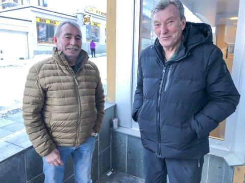 VIL BEHOLDE VAKSINEN: Trond Mathisen (65) og Henry Eriksen (72) vil at kommunen skal beholde vaksinen for bruk til egne innbyggere. Foto: Trond Ivar Lunga