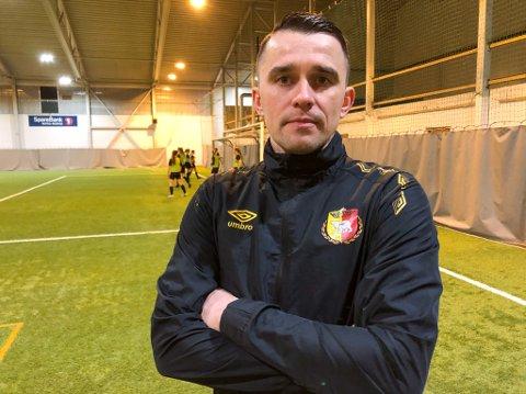 BEKYMRET: Trener Janis Vaitkus frykter for breddefotballens fremtid hvis koronapandemien fører til nok en avlyst sesong. Foto: Trond Ivar Lunga