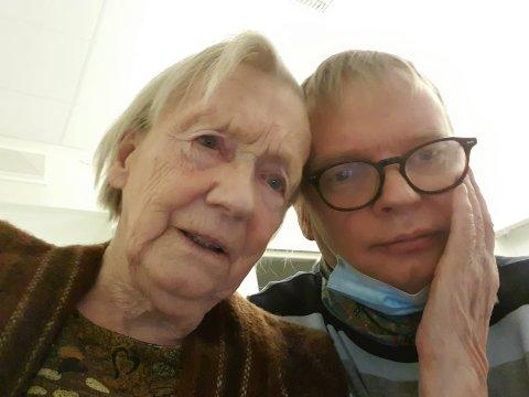 HAR DET GODT: Terje Gustavsen sier moren Janne (96) har det godt på sykehjemmet, selv om han ikke fikk komme på besøk.