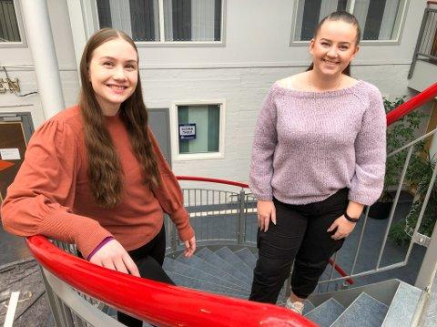 GLEDER SEG: Ingrid Pedersen Bjørgve (til venstre) og Ane Hansen Masvik søker Årets stjerneskudd. Foto: Trond Ivar Lunga
