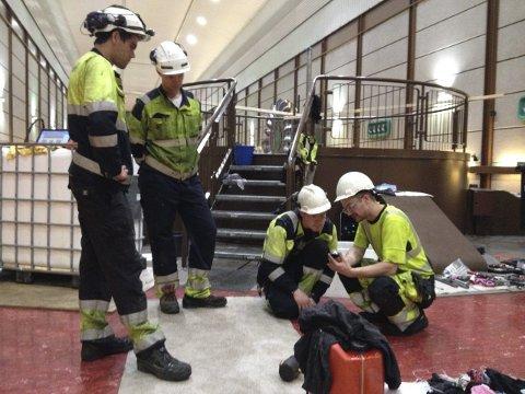 Terje Børven, Audun Riber, Bjørne Rykken og Glenn Sandum planlegg akseloppretting på generator 1 i Sima.