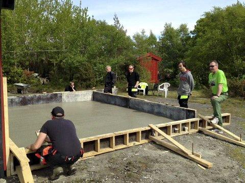 Ny PLATTING: I Kjellesvik ble det før sommeren støpt en ny flott platting. Foto: Privat