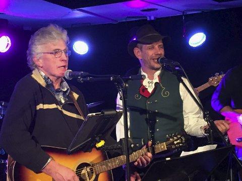 På iris scene: Øyvind Terjesen og Leif Einar Lothe hadde konsert for mange folk laurdag kveld.Alle foto: Eivind Dahle Sjåstad