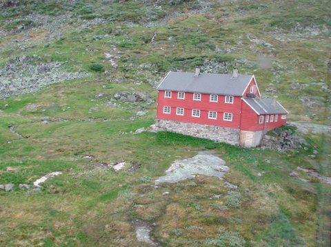 Sesongen i gang: Stavali turisthytte opnar for sesongen i helga – og byr på fleire freistande tilbod i sommar. Arkivfoto: Johs H. Sekse
