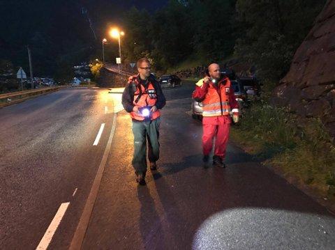Politiet, Røde Kors og Norske redningshunder søkte i heile natt etter den sakna kvinna.