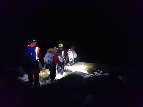 Lang aksjon: De lokale mannskapene fra Røde Kors fikk en lang kveld da de onsdag måtte redde to turister ned fra fjellet.