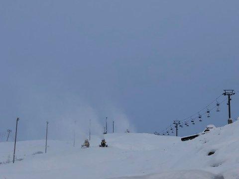 Hvitt i bakken: Slik ser det ut ved toseterheisen i Røldal skisenter.