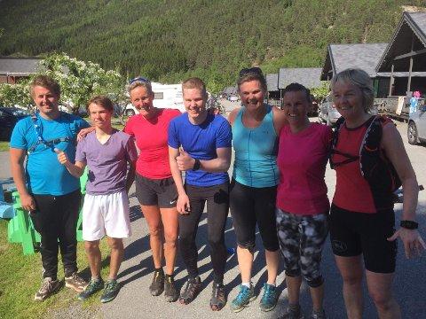 De sju deltakerne: F.v. Sondre Alnæs Storli, Sander Hisdal, Myrna Dral, arrangør Simen Nordby, Gunn Marit Bergstrøm, Signe Karlsen Hisdal og Irene Viveli.
