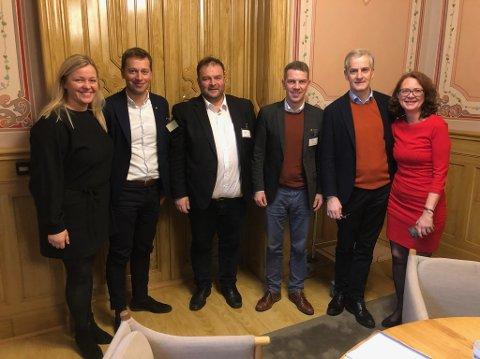 Stortinget: F.v. Kjersti Stenseng (Ap), Jonny Liland (ordførar Sirdal), Roald Aga Haug (ordførar Odda), Stian Brekkvassmo (ordførar Namsskogan), Jonas Gahr Støre (Ap) og Ingrid Heggøe (Stortingsrepresentant Ap for Sogn og Fjordane). Foto: Privat