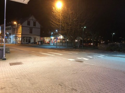 Stenges av: Vegen ned til parkeringsplassen ved Spar blir stengt av torsdag fra klokka 10-18.