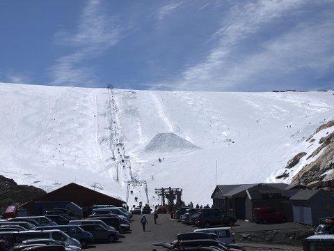 – Me ventar svært mange vitjande, så i høve opninga og betre mobilnett, har me fått på plass vårt eige Snapchat-filter, fortel dagleg leiar ved Fonna Glacier Ski Resort, Michael Iversen.