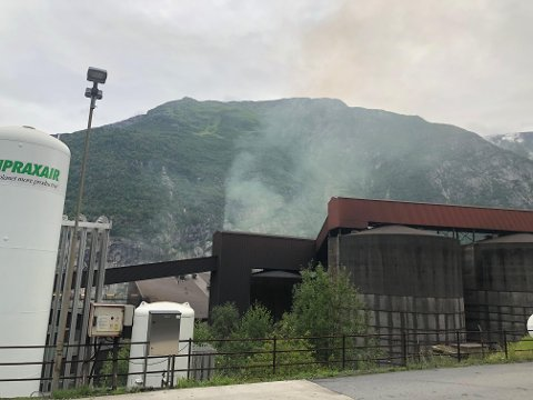 Det begynte å brenne i et produksjonslokale på Tizir onsdag.