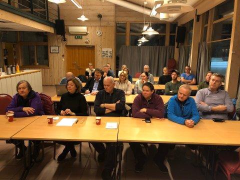 Bra oppmøte: 20 representanter fra 15 ulike idrettslag var møtt opp i Idrettens Hus på Eide. Foto: Privat