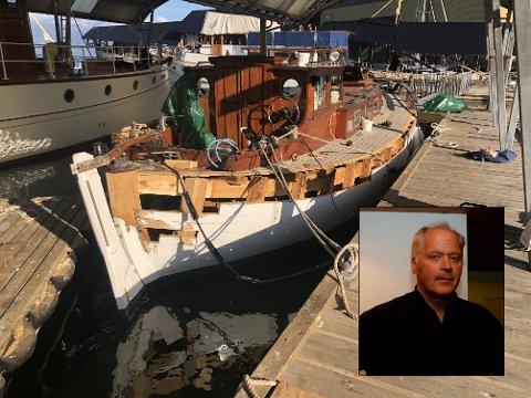 Seglbåten til Olav Strand (innfelt) vart reparert ved Hardanger fartøyvernsenter i Norheimsund etter øydeleggingane.