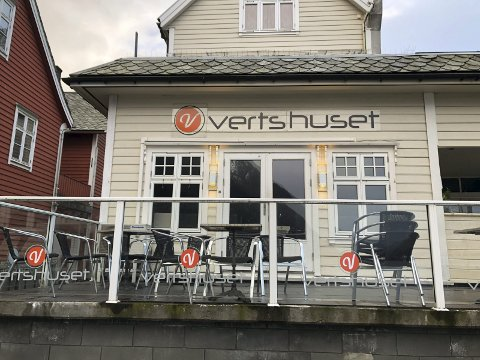 Stengt: Vertshuset måtte stenge dørene som følge av koronapandemien. Dagleg leiar seier til HF at det er katastrofalt, og at alle tilsette i Smeltehuset AS er permitterte.foto: Eivind Dahle Sjåstad