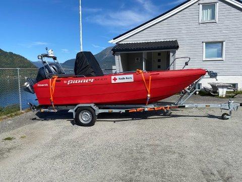 SKAL I BRUK: Denne nye redningsbåten som Kinsarvik Røde Kors har kjøpt inn skal nå settes inn i redningsaksjonen i Kvam.