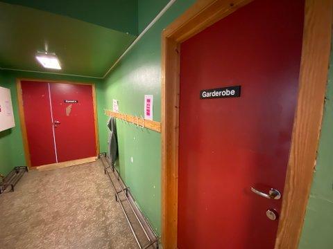 Gymsalene ved Odda barneskole skal renoveres. Dermed blir elevene stående uten gymnastikksal et års tid og må belage seg på en lengre periode med utegym.