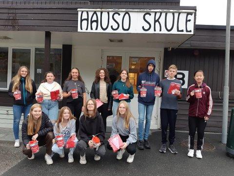 9. og 10. klasse ved Hauso skule. I neste veke kjem desse elevane og elevar frå Kinsarvik rundt med bøsser for å samle inn pengar til demensaksjonen 2021. - Ta vel i mot dei, seier Sigrid Elisabeth Widding ved Hauso Skule.