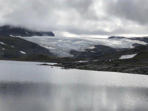 Norge: Bøverbreen, ei tunge av Smørstabbreen.  Alle foto: Ingeborg Igeltjørn