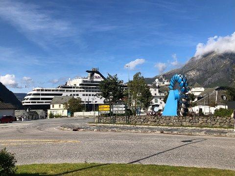 Valdagen måndag 13. september, var ein av få dagar med cruiseskip i Eidfjord i 2021. Vestlandsforsking har sett på kva fråværet har hatt å seia.