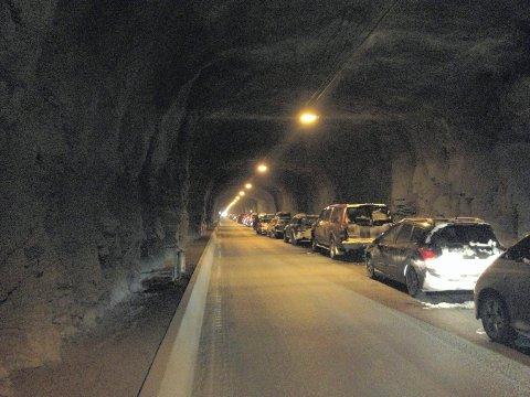 Kolonne: Stengt fjellovergang og kolonnekjøring over Haukelifjell er et stort problem for trafikanter som kjører E 134 mellom øst og vest. Arkivfoto: Knut Stian Leirvik