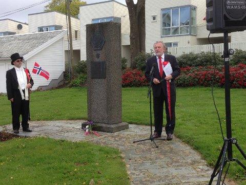 HOLDT TALE: Hans Wilhelm Steinfeldt holdt tale ved Rabinowitz' minnemerke.