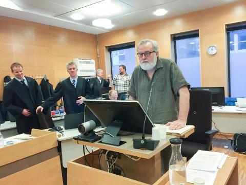 FORKLARING: Kjell Gunnar Larsen gjorde seg klar til å framføre sin forklaring. Foto: Ruth Sunnanå Sveistrup