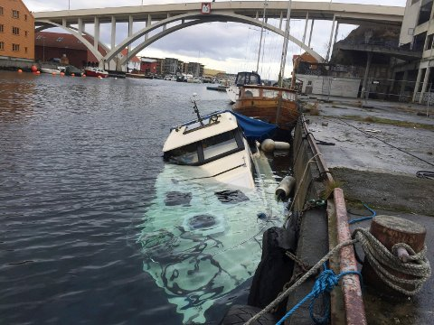 05.12.2016: Da båten lå ved Vico-kaien. Foto: Arnstein Olaisen