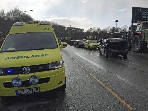 ULYKKESSTEDET: Det var her, på Fv 511 ved Mega i Kopervik at en personbil ble påkjørt bakfra av en traktor. Begge var på vei vestover.