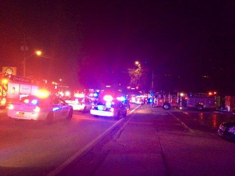 Politi- og brannbiler utenfor nattklubben Pulse mens aksjonen pågikk natt til søndag. Foto: Orlando-politiet / Reuters / NTB scanpix