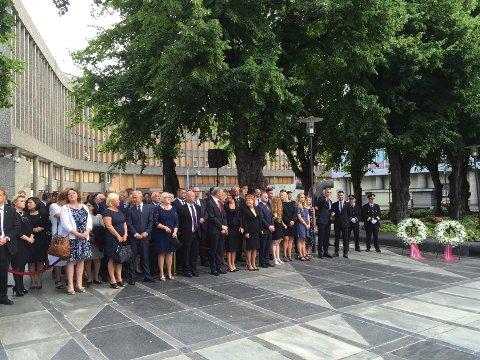 FEM ÅR ETTER: Minnemarkering i regjeringskvartalet i Oslo fredag morgen, fem år etter terrorangrepene 22. juli 2011.
