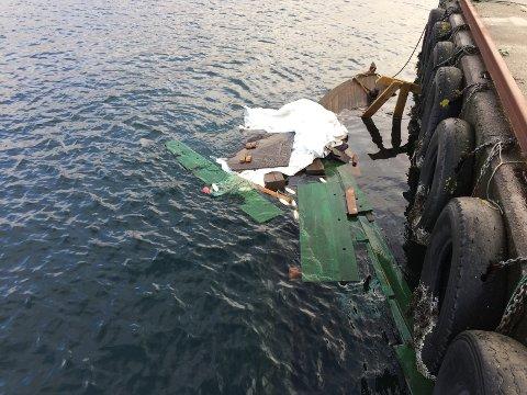 TIL BUNNS: En av de to båtene som er blitt lagt ved en privat kai på Avaldsnes sank i natt.
