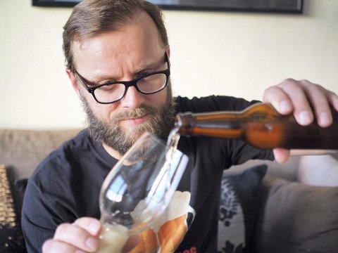ØLNERD: Jan Egil Gundersen startet ølbloggen i 2013. Men han har ikkje tid til å skrive om alle ølsortane han smakar.