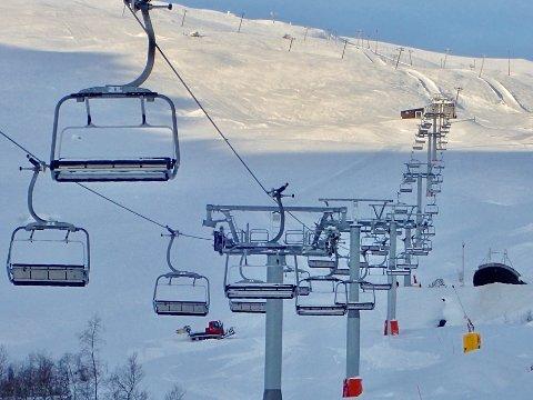 RØLDAL: Prepareringsmaskinene i full sving fredag ca.minus 8.