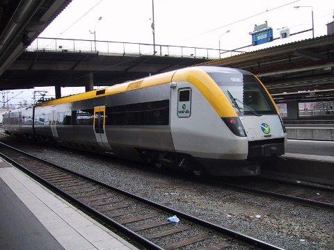 STOCKHOLM 20020414: Regina persontog tilhørende Vesttrafik AB forlater Stockholm Centralstation.  Foto: Vidar Knai / SCANPIX (FRB)
