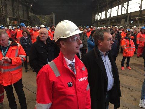 BESØK: Olje- og energiminister Terje Søviknes er på Stord for å få med seg avtalesigneringen - sammen med mange ansatte ved Kværner Stord.